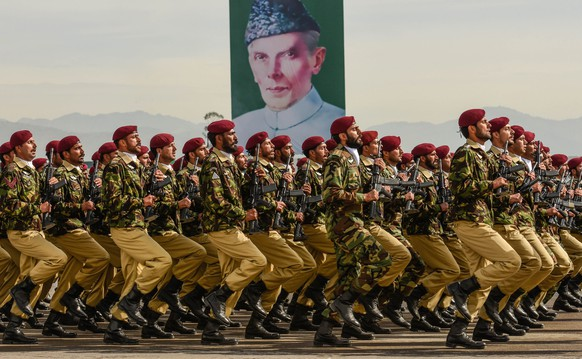 epa05226972 Pakistani Army commandoes pass by the portrait of Muhammad Ali Jinnah, founder of Pakistan as they parade during Pakistan Day celebrations in Islamabad, Pakistan, 23 March 2016. Pakistan celebrates its National Day on 23 March to commemorate the adoption of the 1940 resolution (also known as the Pakistan or Lahore resolution) demanding a separate state for the Muslims of British-ruled India.  EPA/T. MUGHAL