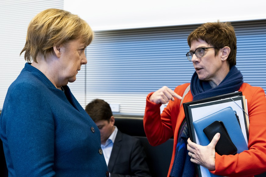 epa07364493 German Chancellor Angela Merkel (L) and the chairwoman of the Christian Democratic Union (CDU) Annegret Kramp-Karrenbauer talk prior to the start of a CDU/CSU faction meeting at the German 'Bundestag' parliament in Berlin, Germany, 12 February 2019.  EPA/ALEXANDER BECHER