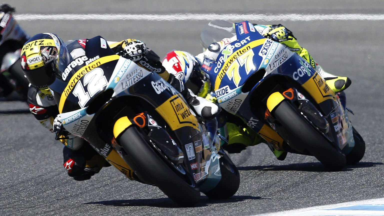 epa05275876 Swiss Moto2 rider Thomas Luethi (L), of Derendinger Interwetten, followed by countryman, Dominique Aegerter, of Technomag Interwetten, in action during the Spanish Motorcycling Grand Prix held in Jerez Circuit, southern Spain, on 24 April 2016.  EPA/ROMAN RIOS
