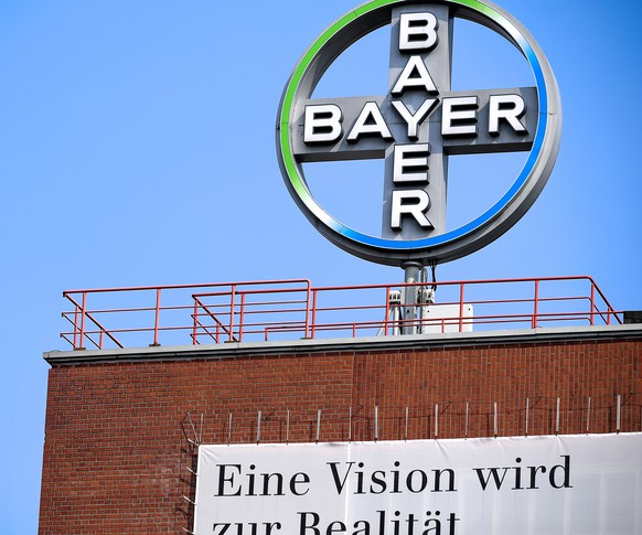 epa08506475 (FILE) - The logo of German pharmaceutical giant Bayer AG is seen in Wuppertal, Germany, 09 April 2019 (reissued 24 June 2020). According to media reports, German pharmaceutical and agrochemical company Bayer has reached an agreement with a majority of the more than 100,000 plaintiffs in the US in relation to the herbicide glyphosate.  EPA/SASCHA STEINBACH *** Local Caption *** 55190608