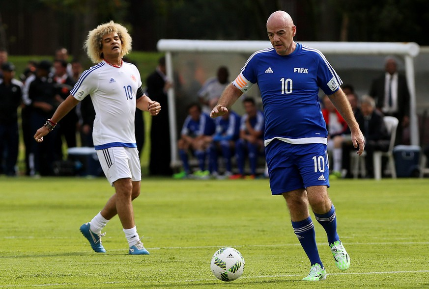 epa05568835 President of FIFA Gianni Infantino (R) of Fifa Legends in action against Carlos