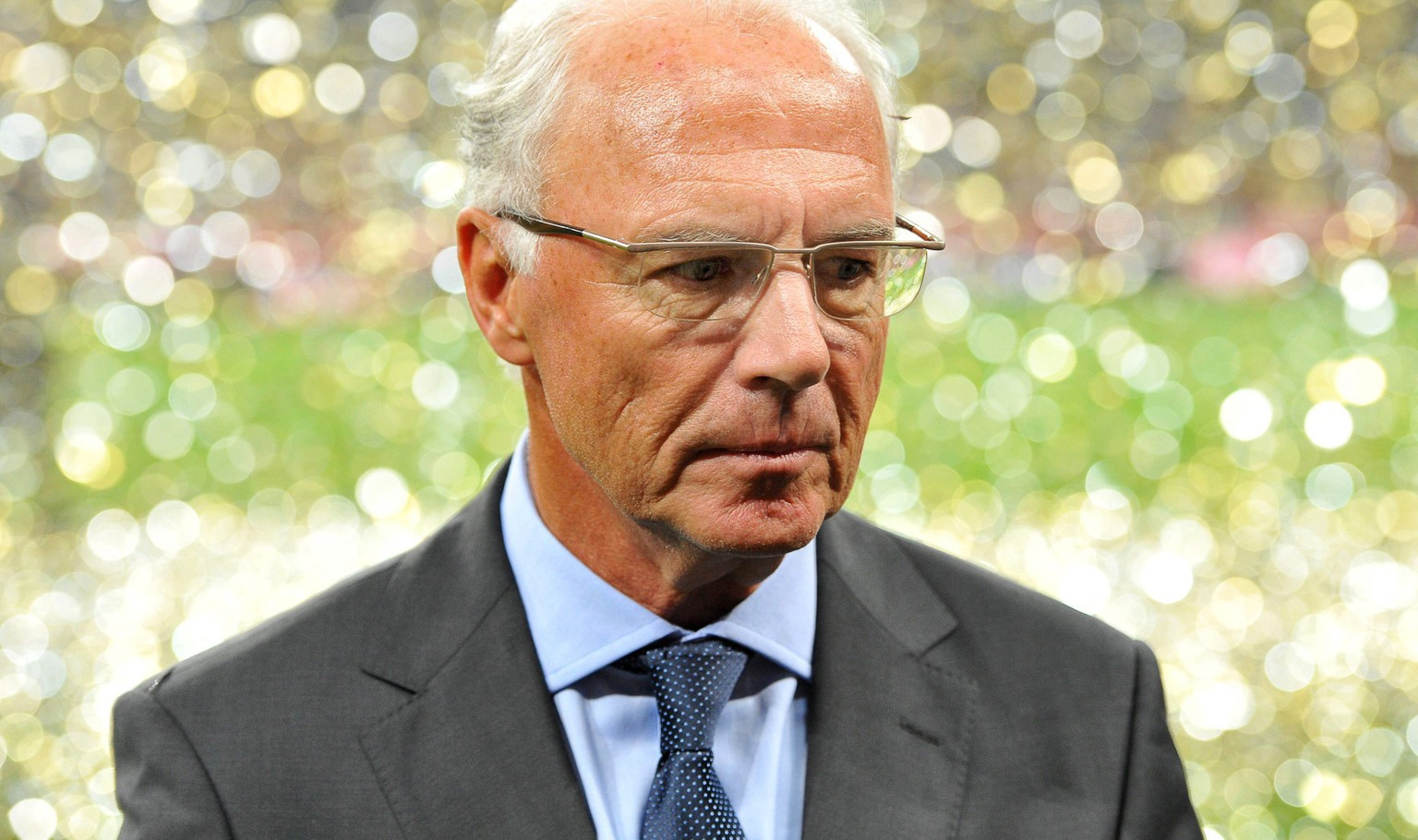 epa05166189 (FILE) A file picture dated 13 August 2010 of German soccer legend Franz Beckenbauer leaving after a friendly soccer match between Bayern Munich and Real Madrid in Munich, Germany. Franz Beckenbauer was fined 7,000 Swiss francs (about 6,300 euro) and given a warning by FIFA's ethics committee. Beckenbauer, a former member of football world governing body's executive committee, failed to cooperate with an ethics committee investigation into bids for the 2018 and 2022 World Cups, the adjudicatory chamber of the ethics committee said on 17 February 2016.  EPA/MARC MUELLER *** Local Caption *** 52366557