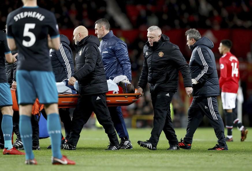 Schrecksekunde im Old Trafford: Kopfverletzung bei Lukaku