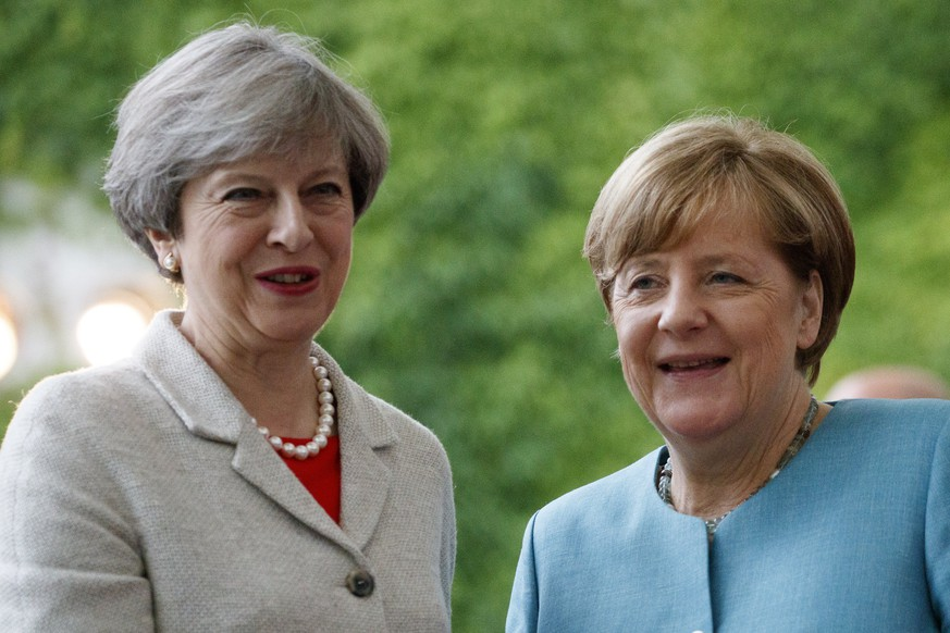 epa06055563 German Chancellor Angela Merkel (R) welcomes British Prime Minister Theresa May (L) in Berlin, Germany, 29 June 2017. German Chancellor Merkel meets head of European G20 member states. The european leaders are in Berlin, 29 June 2017, to prepare for the upcoming G20 Summit in Hamburg, 07 to 08 July 2017.  EPA/CARSTEN KOALL