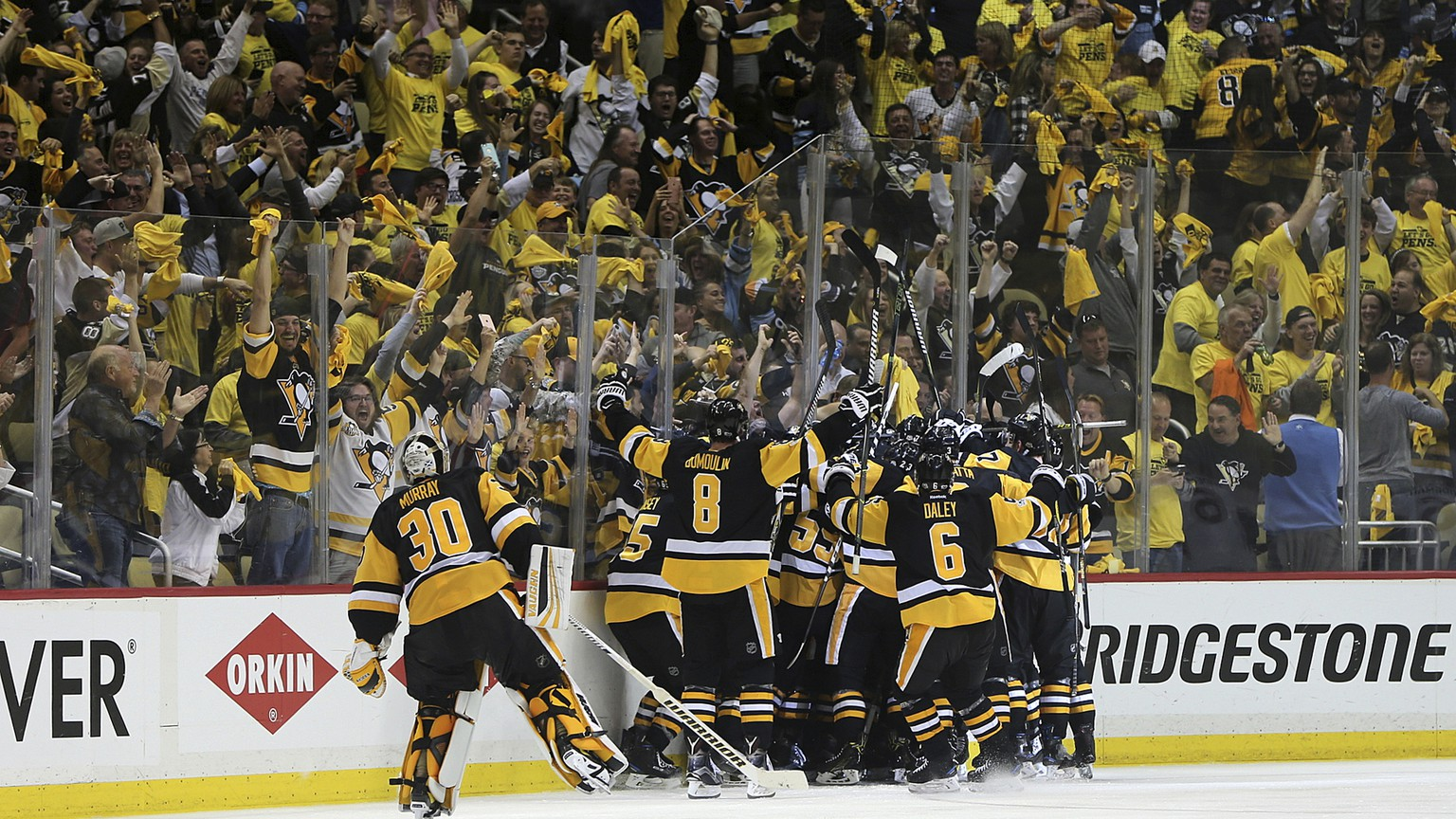 Pittsburgh Penguins players and fans celebrate as the Penguins' Chris Kunitz scores a game winning goal during the second overtime period of Game 7 in the NHL hockey Stanley Cup Eastern Conference finals against the Ottawa Senators, Thursday, May 25, 2017, in Pittsburgh. The Penguins won 3-2. (AP Photo/Keith Srakocic)