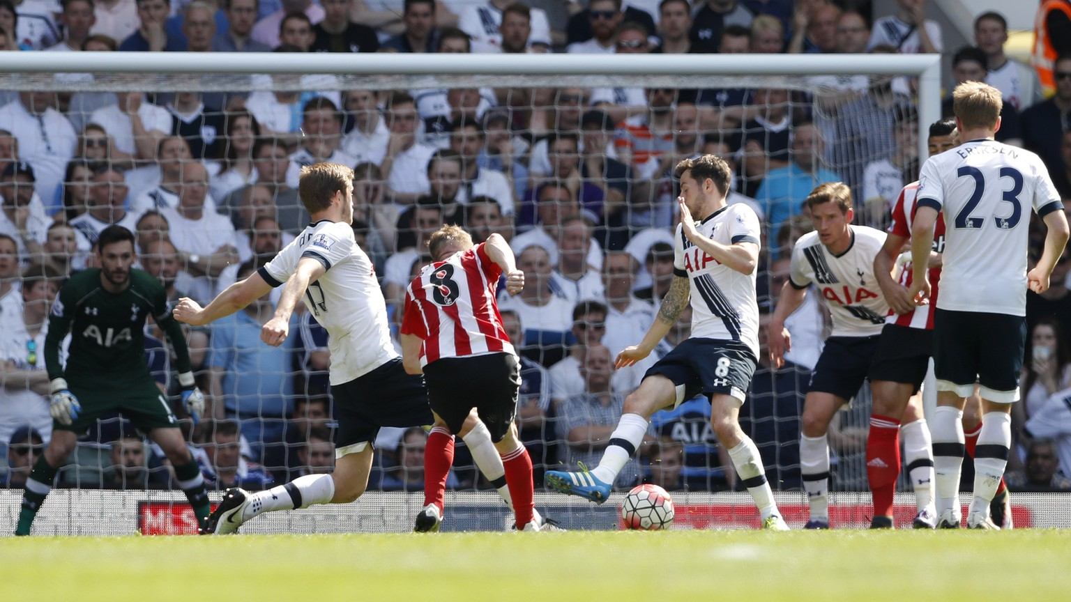 Britain Soccer Football - Tottenham Hotspur v Southampton - Barclays Premier League - White Hart Lane - 8/5/16