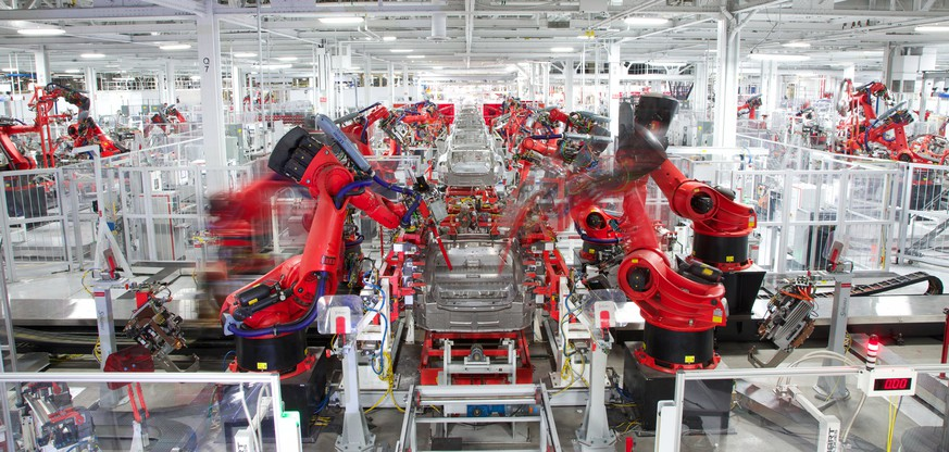 ARCHIVBILD ZUM GEPLANTEN STELLENABBAU BEI TESLA, AM DIENSTAG, 12. JUNI 2018 - epa06064183 In this handout photo made available by Tesla Motors on 03 July 2017 shows robotics at work on a Telsa car at the Fremont Factory in Fremont, California, USA, 23 April 2013.  EPA/HANDOUT HANDOUT  HANDOUT EDITORIAL USE ONLY/NO SALES
