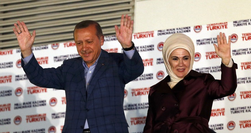 Turkey's Prime Minister Tayyip Erdogan and wife Ermine wave hands to supporters as they celebrate his election victory in front of the party headquarters in Ankara August 10, 2014. Erdogan secured his place in history as Turkey's first directly elected president on Sunday, sweeping more than half the vote in a result his opponents fear heralds an increasingly authoritarian state. REUTERS/Umit Bektas (TURKEY  - Tags: POLITICS ELECTIONS)