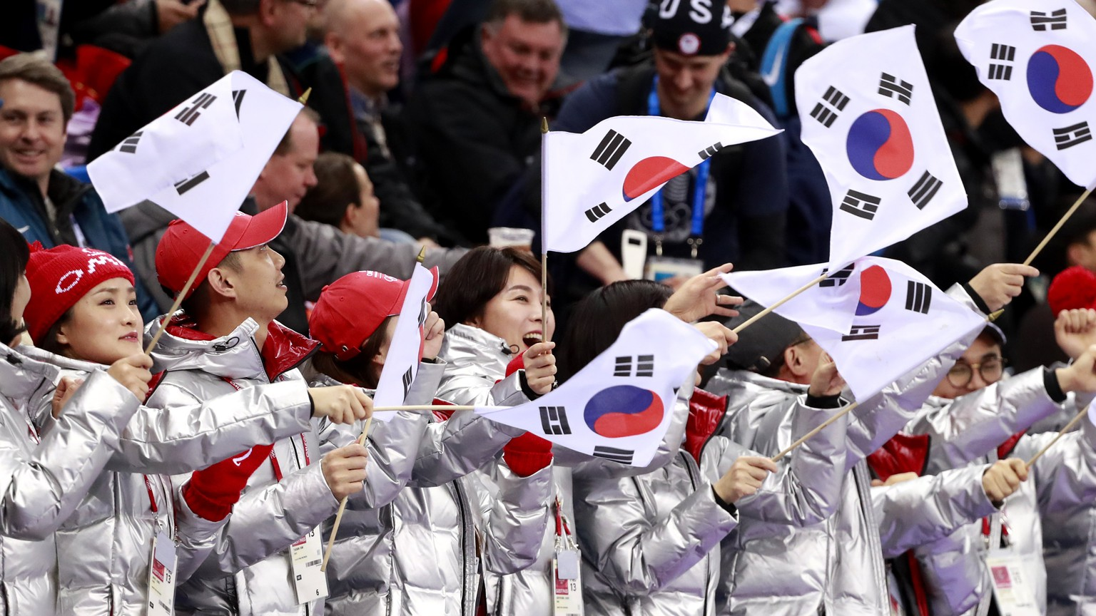 epa06520542 Supporters cheer during the Women's Short Track Speed Skating 500 m quarter final at the Gangneung Ice Arena during the PyeongChang 2018 Olympic Games, South Korea, 13 February 2018.  EPA/HOW HWEE YOUNG