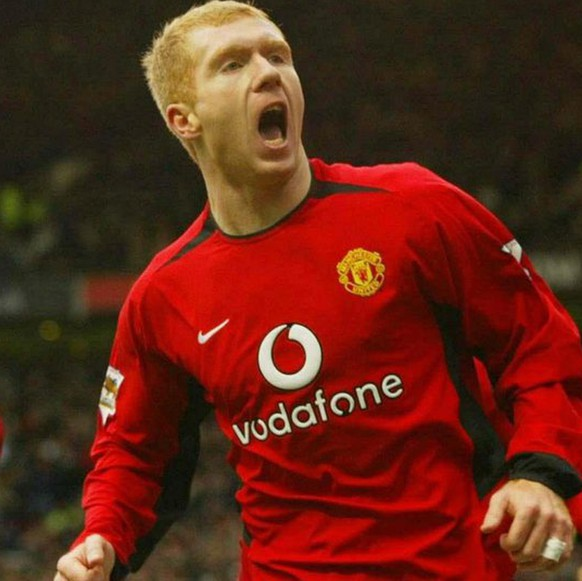 Manchester United's Paul Scholes (R) celebrates with team mate Ryan Giggs after scoring against Manchester City  during the Barclaycard Premiership match at Old Trafford, Manchester, on Saturday, 13 December 2003.  EPA/Phil Noble UK AND IRELAND OUT