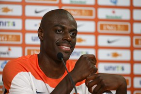 Netherlands' Bruno Martins Indi speaks to the media after their training session in Rio de Janeiro, Brazil on June 8, 2014, in preparation for the upcoming FIFA World Cup.  AFP PHOTO / YASUYOSHI CHIBA