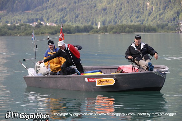 FLUELEN, 12.06.2016 - Unterwegs auf der Schwimmstrecke ueber 3 km im Vierwaldstaettersee bei Fluelen am Uerner Suntig am Gigathlon 2016.   copyright by gigathlon.ch & www.steineggerpix.com / photo by remy steinegger  +++  NO RESALE / NO ARCHIVE  +++