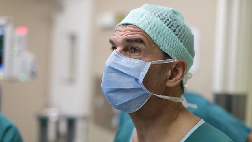 Starchirurg René Prêtre von zweifelhafter Studie eingeholt – hat er Patienten erfunden?