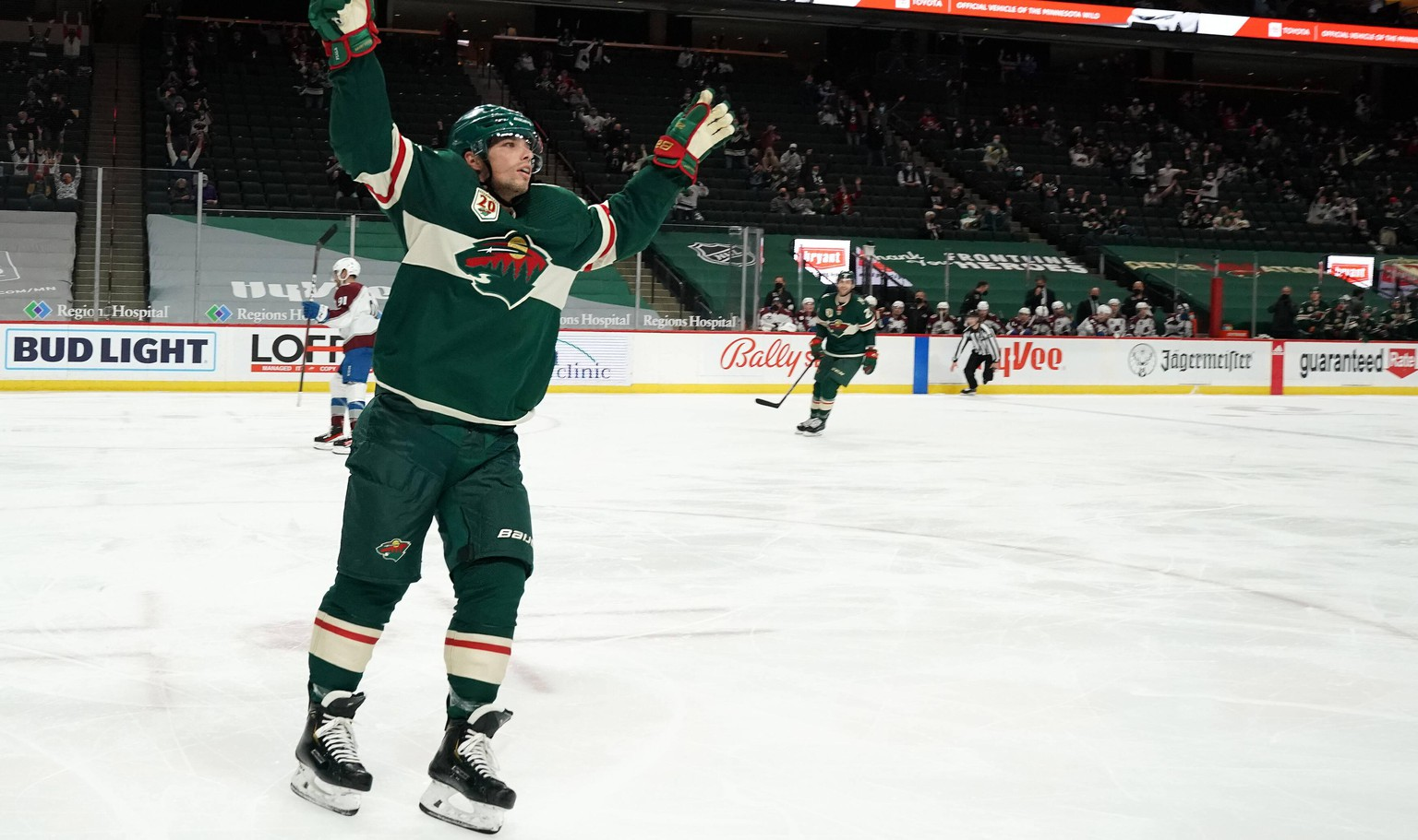 ST. PAUL, MN - APRIL 07: Minnesota Wild Right Wing Kevin Fiala 22 celebrates his 2nd goal of the night during the third period of an NHL, Eishockey Herren, USA game between the Minnesota Wild and Colorado Avalanche on April 7, 2021, at Xcel Energy Center, St. Paul, MN. Photo by Nick Wosika/Icon Sportswire NHL: APR 07 Avalanche at Wild Icon2021040723
