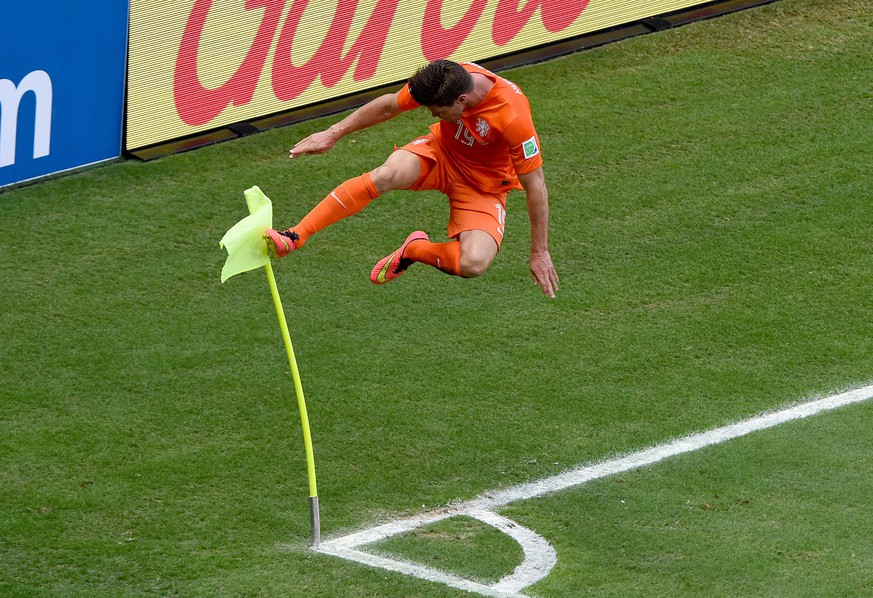 epa04289800 Klaas-Jan Huntelaar of the Netherlands celebrates scoring the 2-1 during the FIFA World Cup 2014 round of 16 match between the Netherlands and Mexico at the Estadio Castelao in Fortaleza, Brazil, 29 June 2014. 