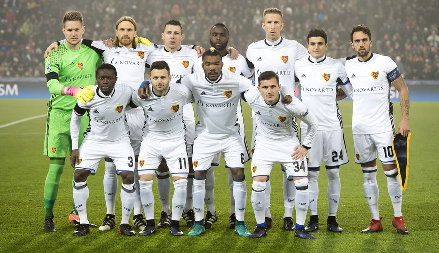 Basel's players pose prior to an UEFA Champions League Group stage Group A matchday 6 soccer match between Switzerland's FC Basel 1893 and England's Arsenal FC in the St. Jakob-Park stadium in Basel, Switzerland, on Tuesday, December 6, 2016. (KEYSTONE/Georgios Kefalas)