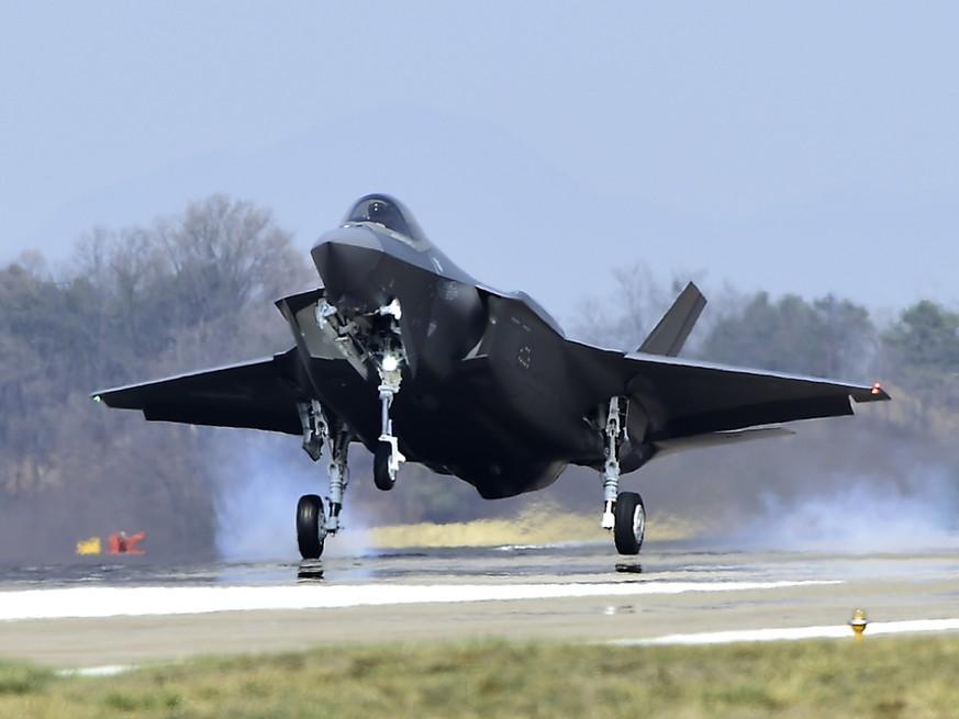 Südkoreas Luftwaffe stieg am Dienstag auf und feuerte mehrere Warnschüsse gegen ein russisches Flugzeug