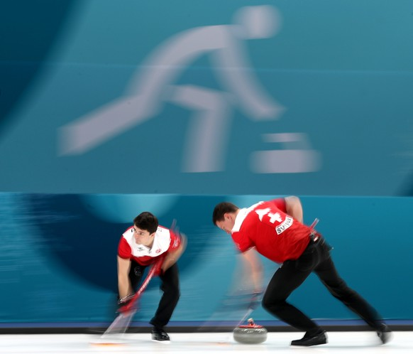 epa06551708 Benoit Schwarz (L) and Claudio Paetz of Switzerland during Men's Tie-breaker game between Switzerland and Great Britain at the Gangneung Culring Centre between, Gangneung, during the PyeongChang Winter Olympic Games 2018, South Korea, 22 February 2018.  EPA/JAVIER ETXEZARRETA