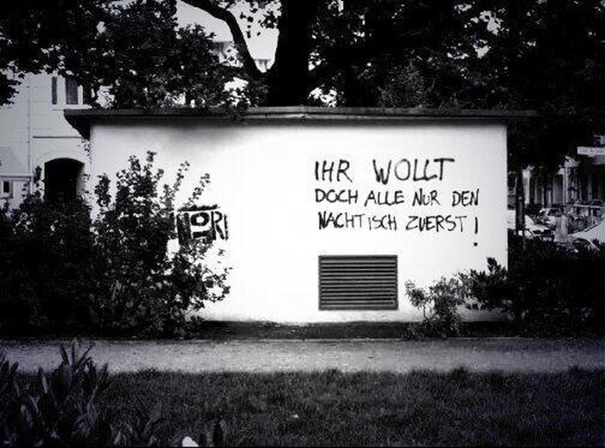 wie originell muss ein graffiti sein damit wir es tolerieren geben sie uns die antwort watson. Black Bedroom Furniture Sets. Home Design Ideas