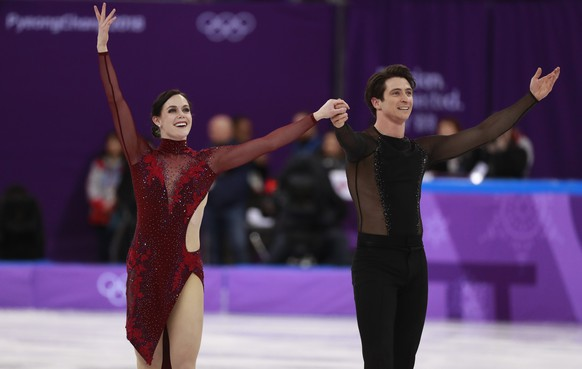 epa06516594 Tessa Virtue and Scott Moir of Canada after they competed in the Ice Dance Free Dance of the Figure Skating Team Event to bring home Canada a gold medal in the competition at the Gangneung Ice Arena during the PyeongChang 2018 Olympic Games, South Korea, 12 February 2018.  EPA/HOW HWEE YOUNG