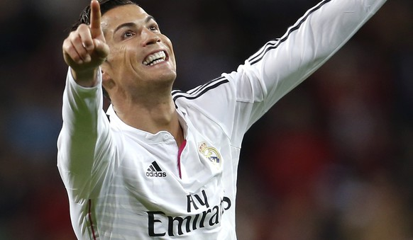 Real Madrid's Cristiano Ronaldo celebrates his second goal against Celta Vigo during their Spanish First Division soccer match at Santiago Bernabeu stadium in Madrid December 6, 2014.  REUTERS/Andrea Comas (SPAIN - Tags: SPORT SOCCER)