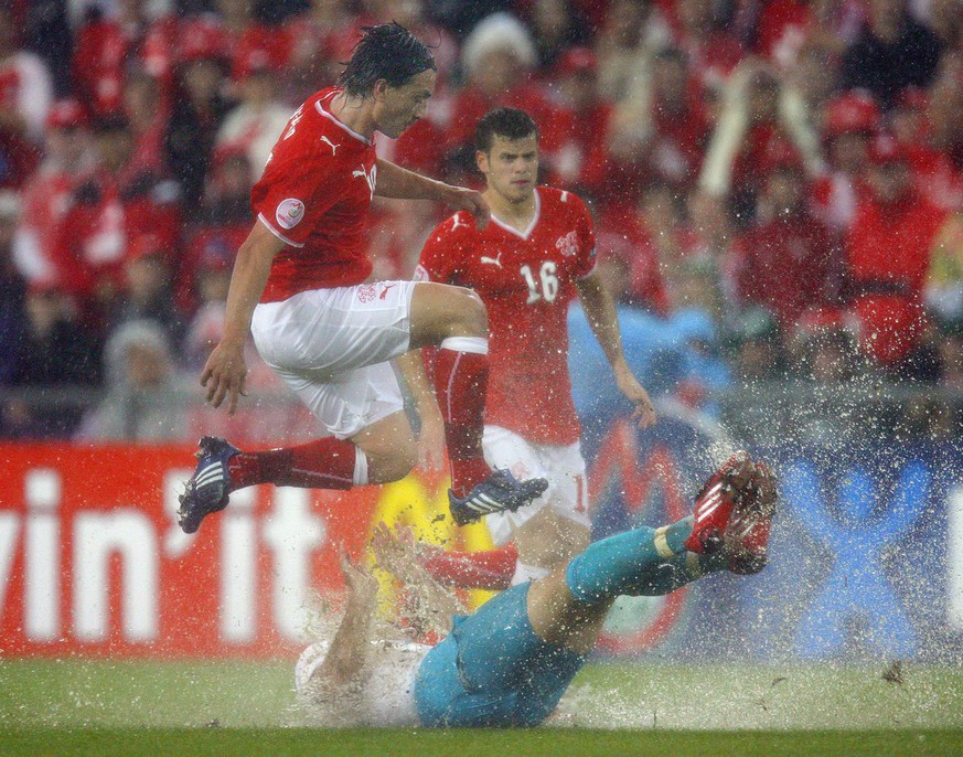 Switzerland's Hakan Yakin, left, and his teammate Tranquillo Barnetta, back, fight against Turkey's Hakan Balta, down, during the second match of Group A between Switzerland and the Republic of Turkey during the Euro 2008 European Soccer Championships at the St. Jakob-Park stadium in Basel, Switzerland, Wednesday June 11, 2008. (KEYSTONE/Eddy Risch) ***  PLEASE NOTE UEFA RESTRICTIONS PARTICULARLY IN REGARD TO SLIDE SHOWS, NO MOBILE SERVICES ***