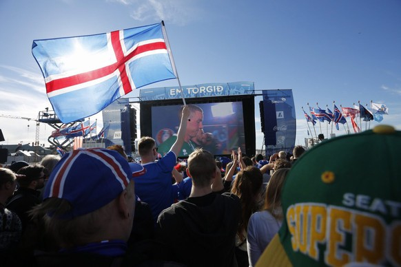 epa05406246 Iceland supporters during the public viewing in Reykjavik, Iceland, 03 July 2016, of the UEFA EURO 2016 quarter final match between France and Iceland.  EPA/EYTHOR ARNASON ICELAND OUT