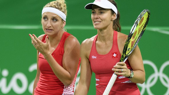 Timea Bacsinszky, left, speaks with Martina Hingis, right, of Switzerland during the womenÕs first round doubles match against Daria Gavrilova and Samantha Stosur from Australia at the Olympic Tennis Center in Rio de Janeiro, Brazil, at the Rio 2016 Olympic Summer Games, pictured on Saturday, August 06, 2016. (KEYSTONE/Laurent Gillieron)