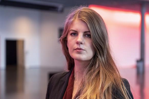 Ronja Jansen kommt als Praesidentin der Juso Schweiz in's Vize-Praesidium der SP am Parteitag der Sozialdemokratischen Partei in Basel am Samstag, 17. Oktober 2020. (KEYSTONE/Georgios Kefalas)