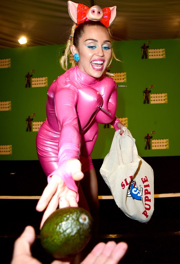 LOS ANGELES, CA - AUGUST 30:  Host Miley Cyrus passes out an avocado in the press room at the 2015 MTV Video Music Awards at Microsoft Theater on August 30, 2015 in Los Angeles, California.  (Photo by Frazer Harrison/Getty Images)