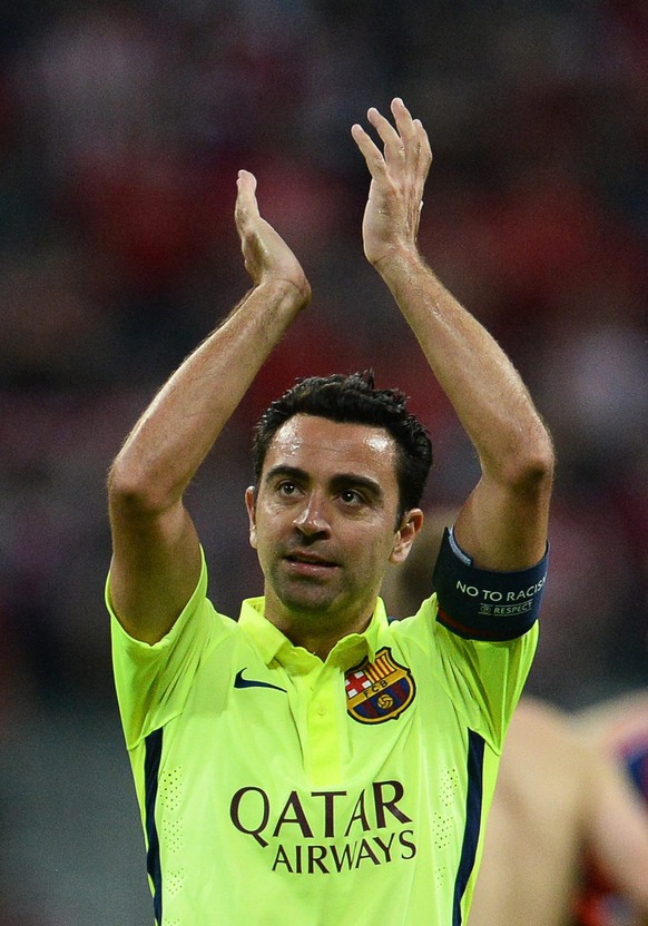 epa04745427 FC Barcelona's Xavi Hernandez applauds supporters after the UEFA Champions League semi final second leg soccer match between FC Bayern Munich and FC Barcelona in Munich, Germany, 12 May 2015. Barca won 5-3 on aggregate, Xavi made his 150th Champions League appearance.  EPA/ANDREAS GEBERT