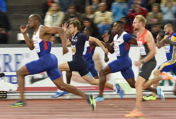 Great Britain's James Dasaolu (L) leads the race ahead of France's Christophe Lemaitre (2nd L) on his way to winning the Men's 100m final during the European Athletics Championships at the Letzigrund stadium in Zurich on August 13, 2014.  AFP PHOTO / FABRICE COFFRINI