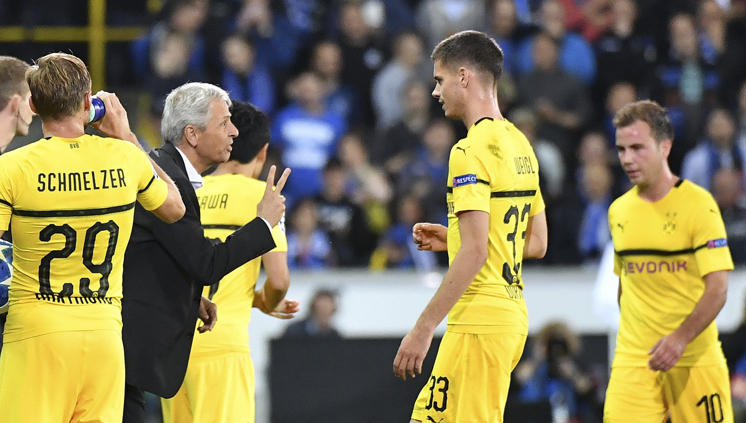 Dortmund coach Lucien Favre, left, gestures to his players during the Champions League group A soccer match between Club Brugge and Borussia Dortmund at the Jan Breydel Stadium in Bruges, Belgium, Tuesday, Sept. 18, 2018. (AP Photo/Geert Vanden Wijngaert)